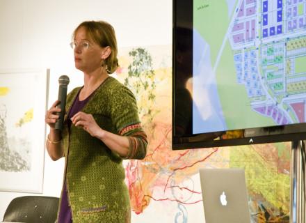 Jacqueline Tellinga namens de gemeente Almere - foto: Allard de Goeij