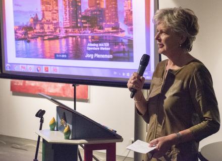 Moderator Anneke van Veen (foto: Allard de Goeij)
