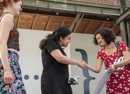 De winnaars van de Nooit Terug Dichtwedstrijd (foto: Allard de Goeij)